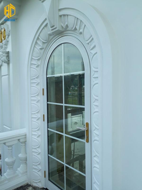 cửa đi mở quay 1 cánh hình vòm