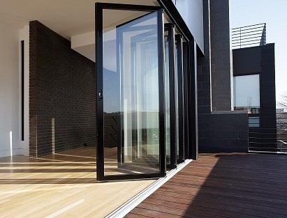 Nên chọn cửa nhôm Xingfa hay cửa gỗ?