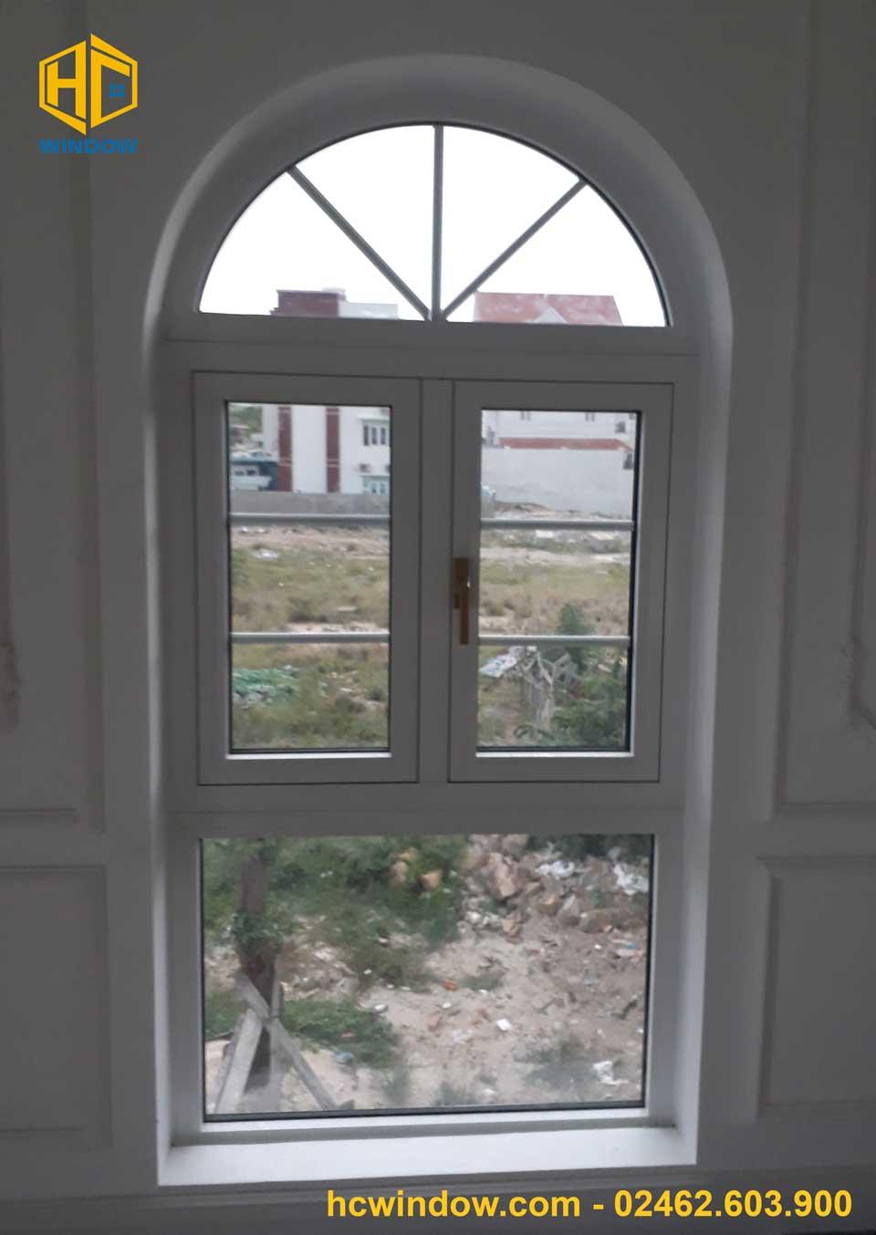 cửa sổ mở quay 2 cánh nhôm xingfa đẹp